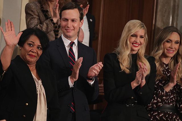 Как суфражистки: женщины-демократы нарядились в белое в знак несогласия с политикой Трампа