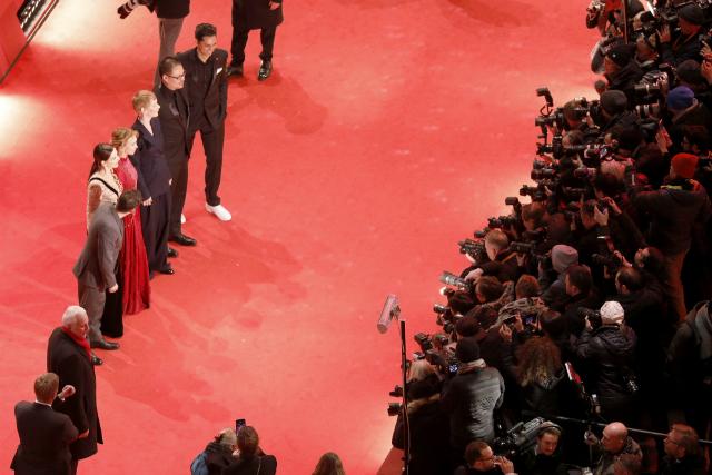 Жюльет Бинош, Энди Макдауэлл, Тони Гаррн и другие на церемонии открытия Берлинского кинофестиваля — 2019