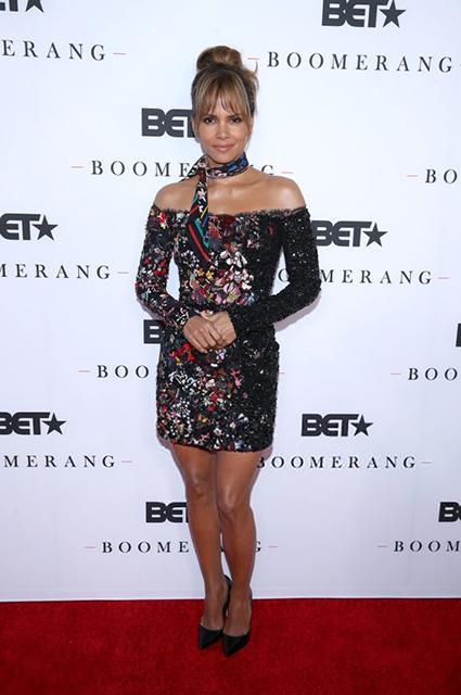 Холли Берри в коктейльном мини-платье на премьере сериала в Северном Голливуде