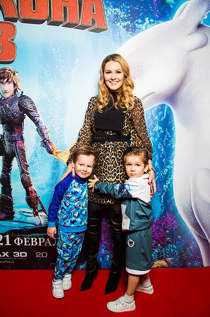 Мария Кожевникова с сыновьями Иваном и Максимом
