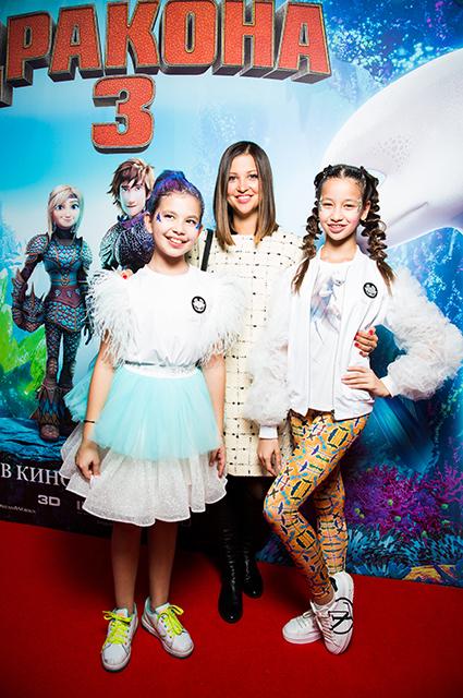 Яна Батыршина с дочерьми Мириам и Айлой