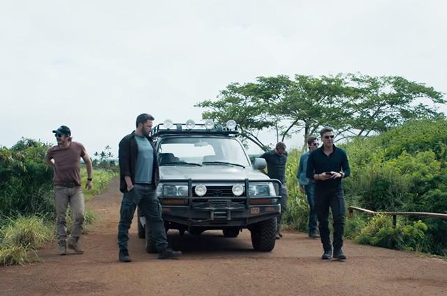 Чарли Ханнэм, Бен Аффлек, Педро Паскаль и другие звезды в трейлере фильма «Тройная граница»