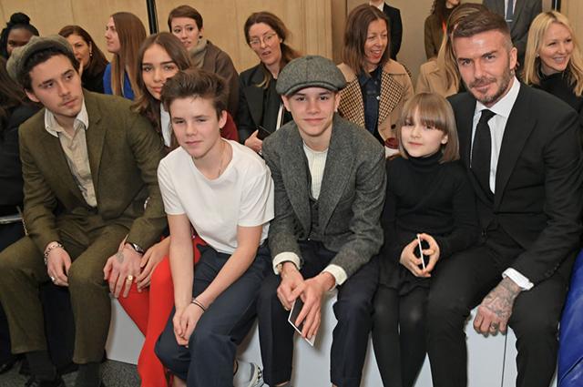 Неделя моды в Лондоне: Дэвид Бекхэм с детьми на показе Victoria Beckham сезона осень-зима 2019/2020