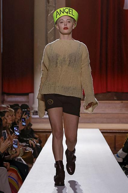 Неделя моды в Лондоне: Роуз Макгоун на показе Vivienne Westwood сезона осень-зима 2019/2020