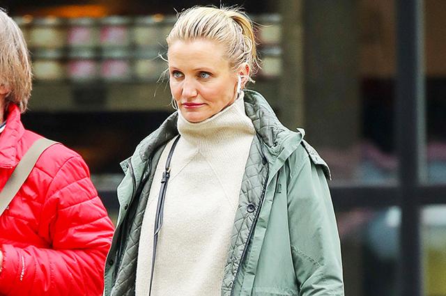 Кэмерон Диас в casual-образе на прогулке в Нью-Йорке