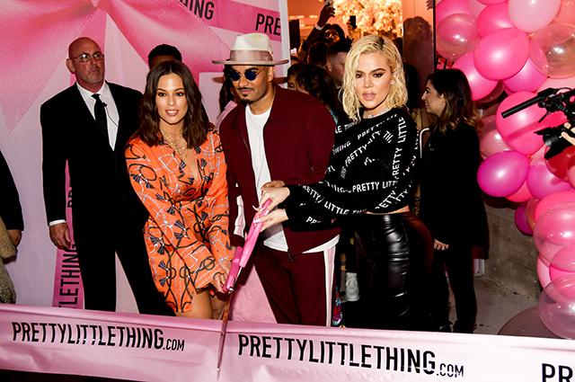Эшли Грэм и Хлое Кардашьян с владельцем бренда PrettyLittleThing