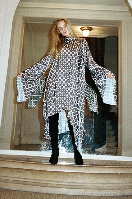 Елизавета Пескова снялась на улицах Парижа для нового лукбука и дала отпор хейтерам