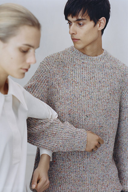 Дыхание весны: выбираем платья для солнечных дней и свитера для прохлады в новых лукбуках