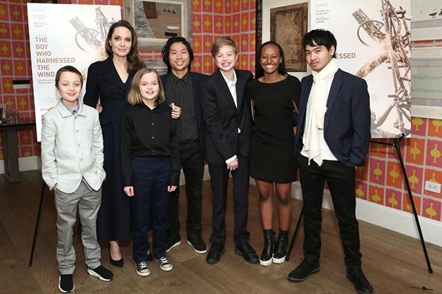 Анджелина Джоли с детьми на показе фильма «Мальчик, который обуздал ветер» в Нью-Йорке