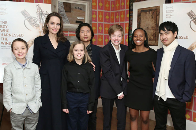 Анджелина Джоли с детьми на показе фильма