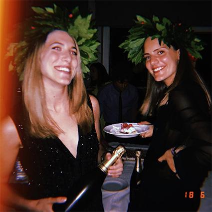 Рэйчел Регини с подругой