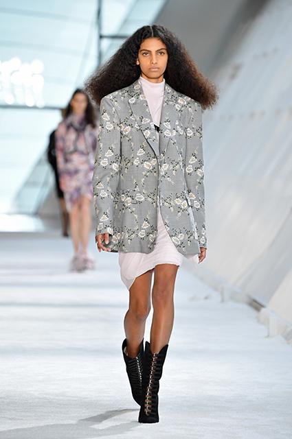 Неделя моды в Париже: Эмбер Херд, Ники Хилтон и другие на показе Giambattista Valli осень-зима 2019/2020
