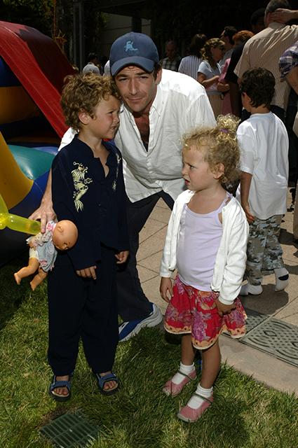 Люк Перри с сыном Джеком и дочерью Софи, 2004 год