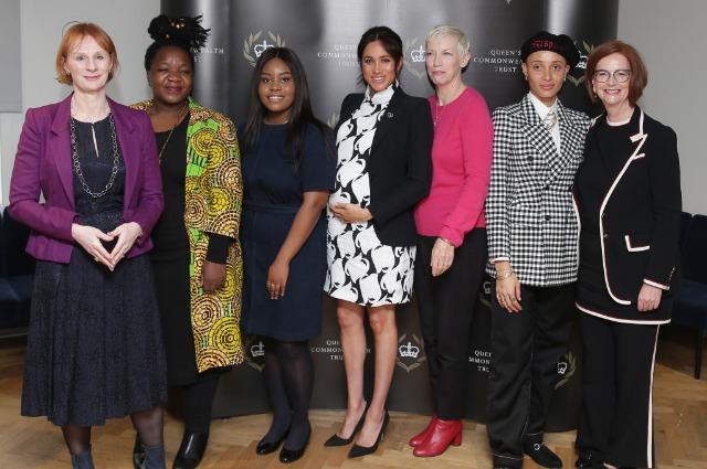 Меган Маркл в смелом наряде приняла участие в дискуссии, посвященной правам женщин