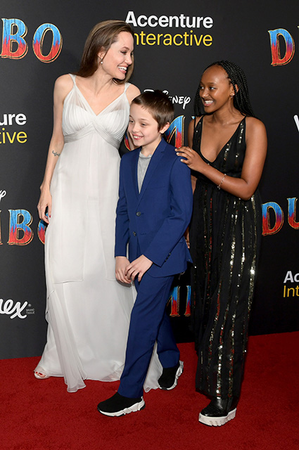 Анджелина Джоли с сыном Ноксом и дочерью Захарой