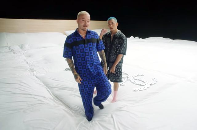 Джей Бальвин и Тайни в клипе на песню I Can't Get Enough