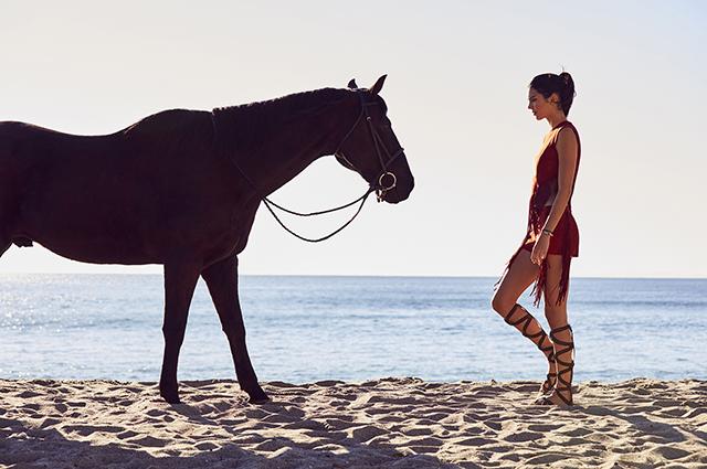 Модный дайджест: от Кендалл Дженнер на коне до кампании в защиту женщин от насилия