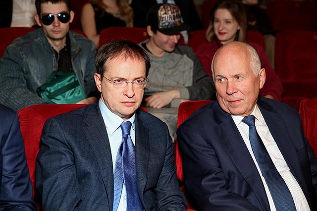 Владимир Мединский (слева)
