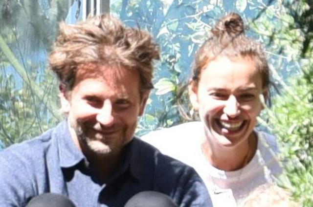 Счастливые Ирина Шейк и Брэдли Купер наслаждаются прогулкой с дочерью Леей