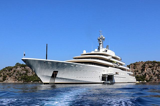 Яхта, парус и мы с тобою богачи: на чем российские олигархи бороздят моря
