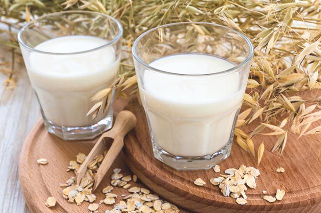 Цельное, обезжиренное, овсяное, кокосовое молоко: что полезнее? Объясняют диетологи