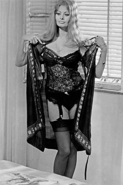 Прошлое непошлое: Софи Лорен, Шер, Мэрилин Монро и другие ретродивы в нижнем белье