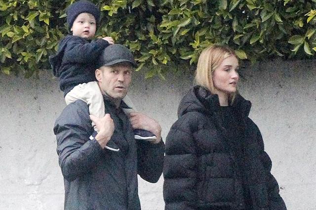 Рози Хантингтон-Уайтли и Джейсон Стэтхем на прогулке с сыном Джеком в Беверли-Хиллз
