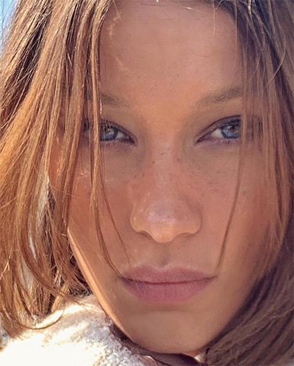 Белла Хадид осветлила волосы и повторила образ Одри Хепберн для съемки в Vogue