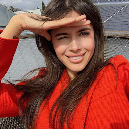 Нужен ли люксу фейсконтроль: в сети обсуждают конфликт Айзы Анохиной и журнала Tatler