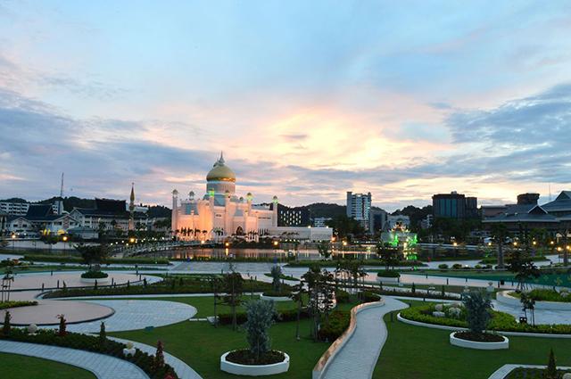 Бруней вводит смертную казнь за однополые связи и супружескую измену