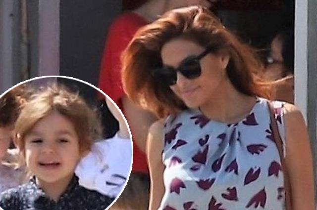 В центре внимания — Ева Мендес: в сети появились свежие снимки звезды со старшей дочерью