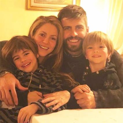 Шакира и Жерар Пике с сыновьями Миланом и Сашей
