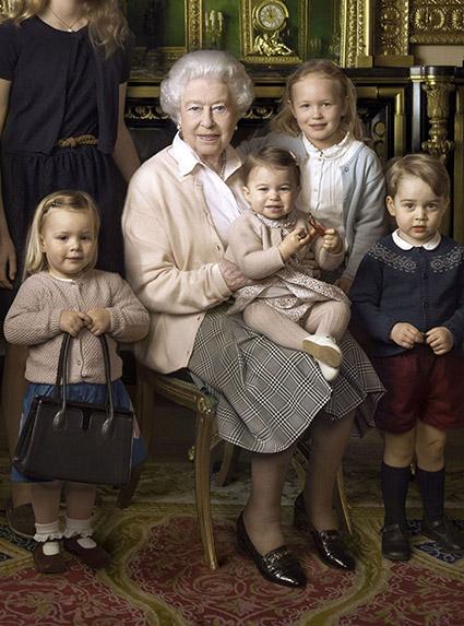 Миа Тиндалл, королева Елизавета II, принцесса Шарлотта, Саванна Филлипс и принц Джордж