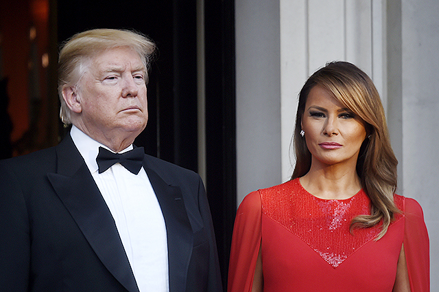 Вечерний гламур: Мелания Трамп в красном платье на ужине американского посла в Лондоне