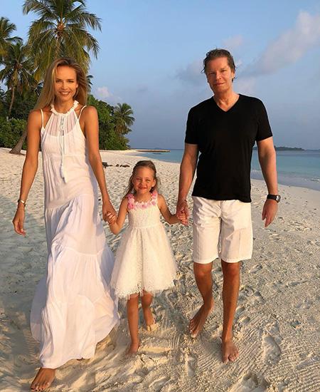 Наташа Поли с дочерью Александрой Кристиной и мужем Питером Баккером
