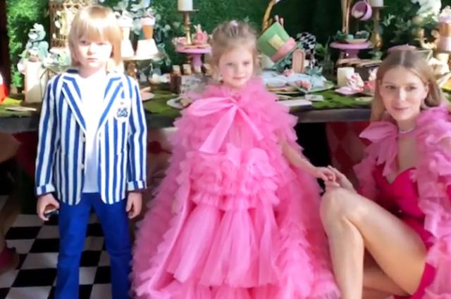 Елена Перминова с дочерью Ариной и Сашей Плющенко