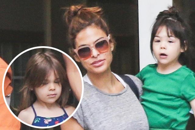 Мамины будни: впервые за долгое время Ева Мендес вышла на прогулку с обеими дочерьми