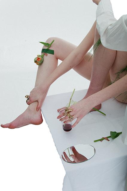 Перстни, брошь Евы и серьги-пусеты в новых ювелирных лукбуках