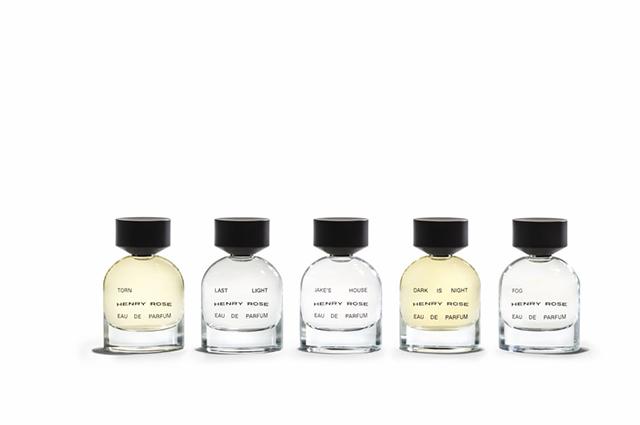 Бьюти-дайджест: от дебютных ароматов Мишель Пфайффер до благотворительных тренировок