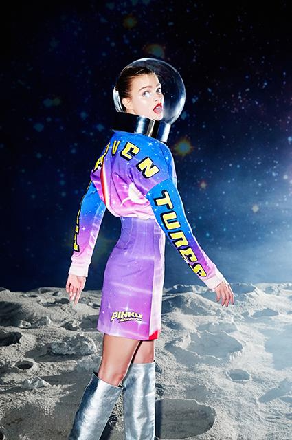Самый модный цвет сезона и День космонавтики: смотрим новые лукбуки