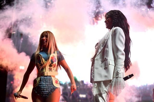 Сюрприз! Селена Гомес выступила с Карди Би на фестивале Coachella