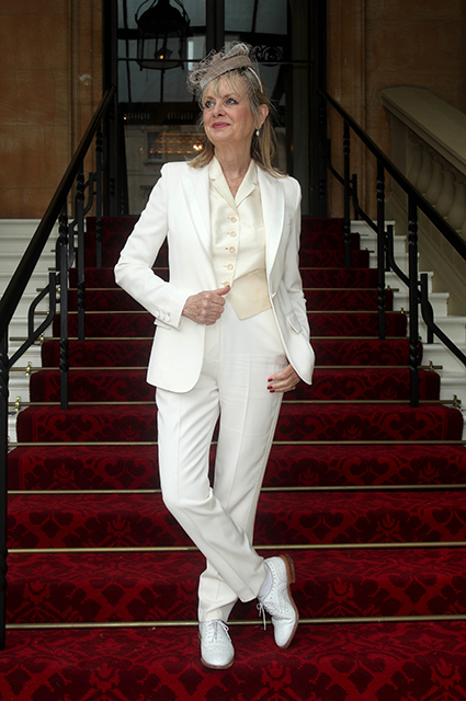 Твигги с семьей посетила Букингемский дворец и получила орден от принца Чарльза