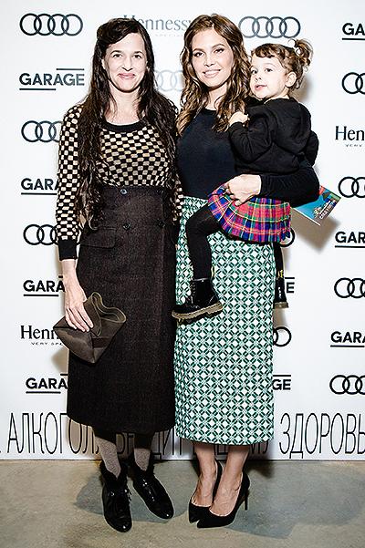 Тарин Саймон и Даша Жукова с дочерью Леей
