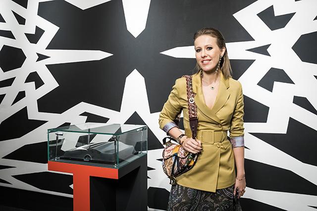 Ксения Собчак, Ингеборга Дапкунайте и другие на открытии выставки современного искусства