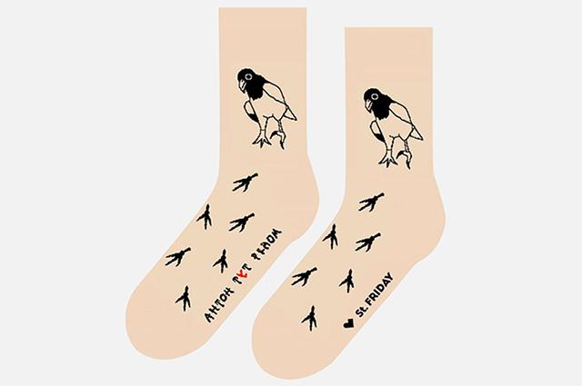 Модный дайджест: от Нюши на модной вечеринке до носков, информирующих об аутизме