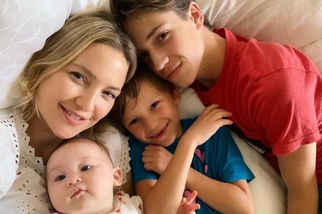 Все в сборе: Кейт Хадсон поделилась милым снимком с детьми