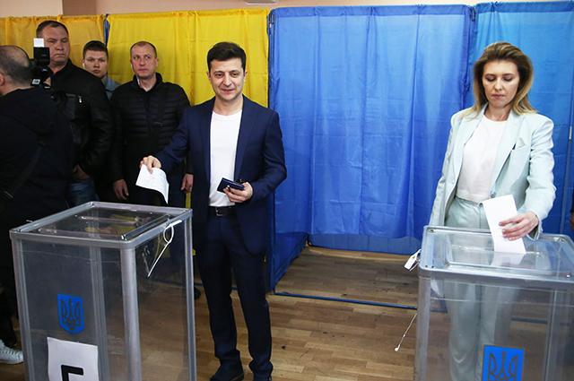 Владимир и Елена Зеленские на избирательном участке