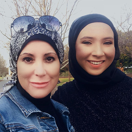 Стефани с мамой Алсу Курлоу
