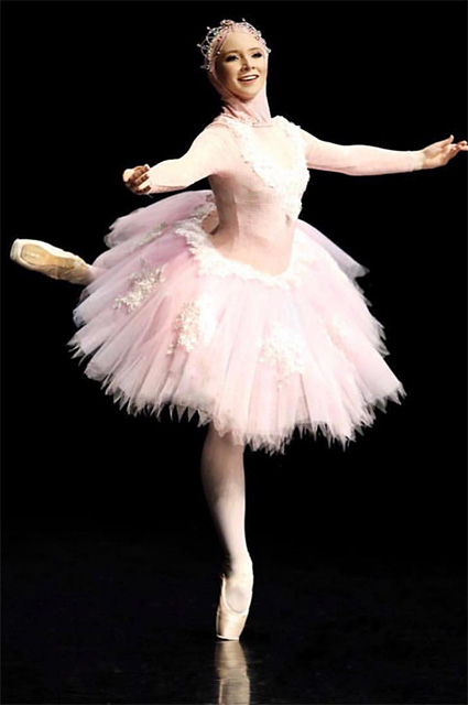 Не отказываться от мечты: русские корни и международные амбиции первой балерины в хиджабе