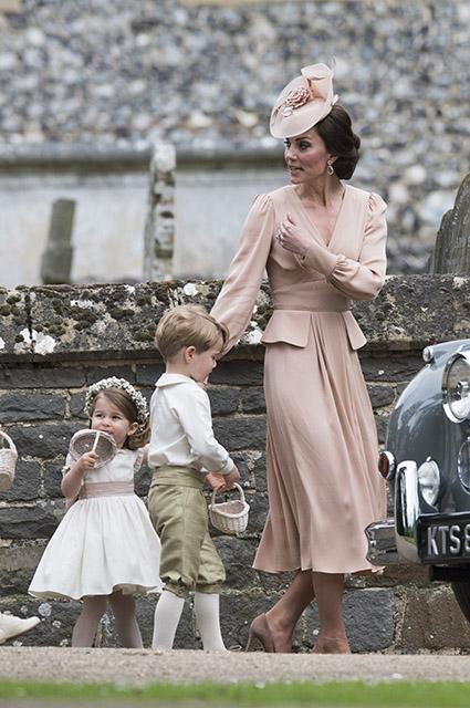 Принцесса Шарлотта, принц Джордж и Кейт Миддлтон